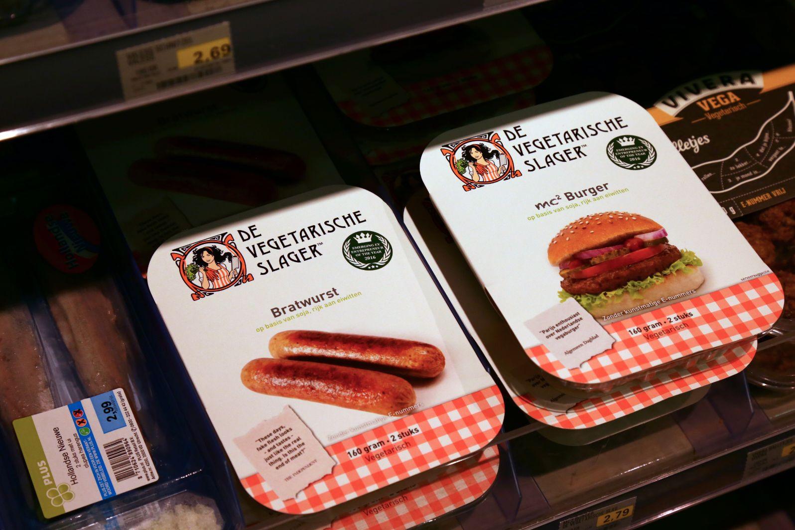 Vegaworst, vegaschnitzel en vegakip mogen blijven van EU; sojamelk mag niet meer